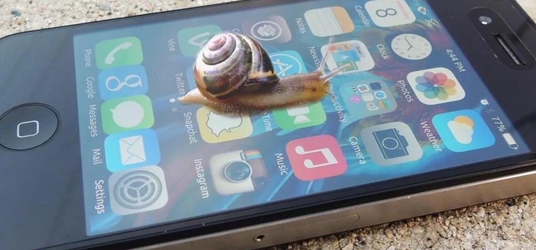 Apple специально тормозит устройства